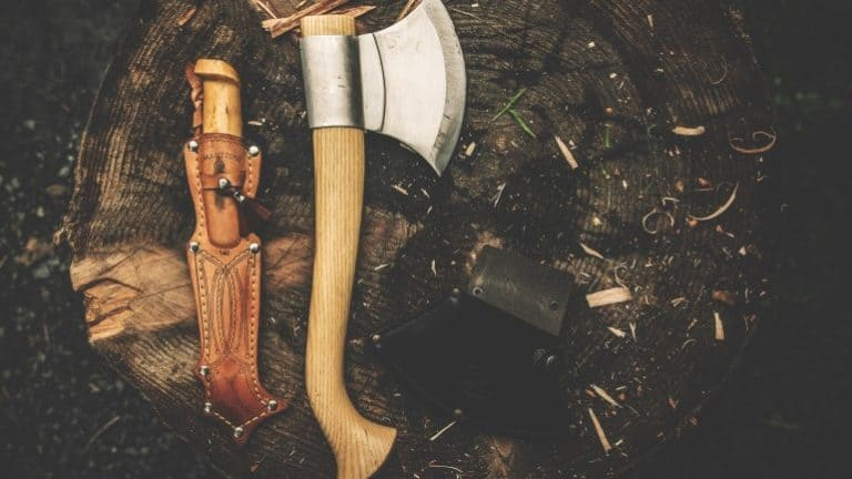 Axt und Messer